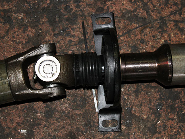 Комплект под подвесной подшипник в сборе с шлицевым соединением и шарнир карданного вала Mercedes Sprinter